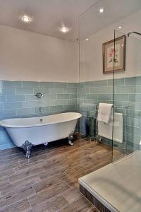 Criccieth bathroom.