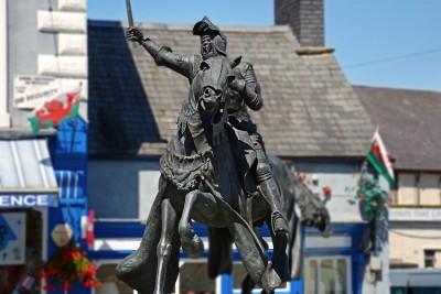 Owain Glyndŵr statue Corwen