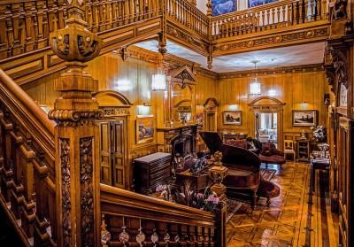 Palé Hall's grand main hall